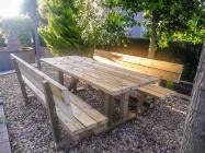 Taula de fusta de picnic amb respatller-1